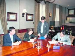 Imagen de la firma del convenio con el Canal / CEDIDA