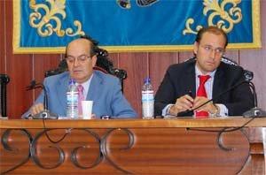 El alcalde y el concejal de Urbanismo, en un pleno / ARCHIVO