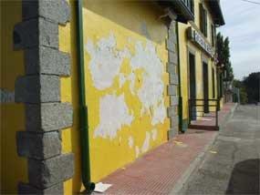 Abandono, suciedad, peligro y falta de información en las estaciones de tren de Zarzalejo y Robledo de Chavela