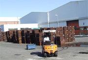 Operario en los exteriores de la factoría (Foto: E.P.)