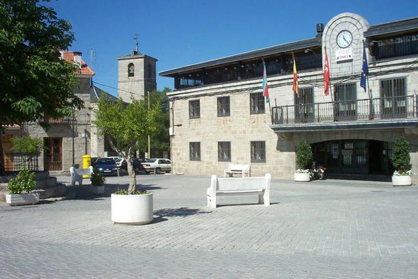 Fachada del Ayuntamiento de Colmenarejo