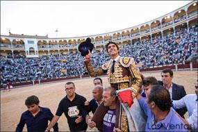 Sebastián Castella y López Simón abren la puerta grande de Las Ventas