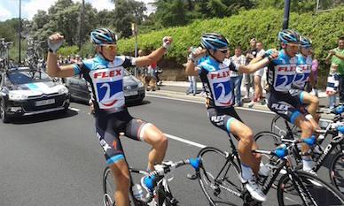 Los corredores del Flex Contador, llegando juntos a Meta