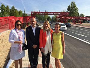 Entra en funcionamiento la pasarela peatonal de la carretera de Navacerrada
