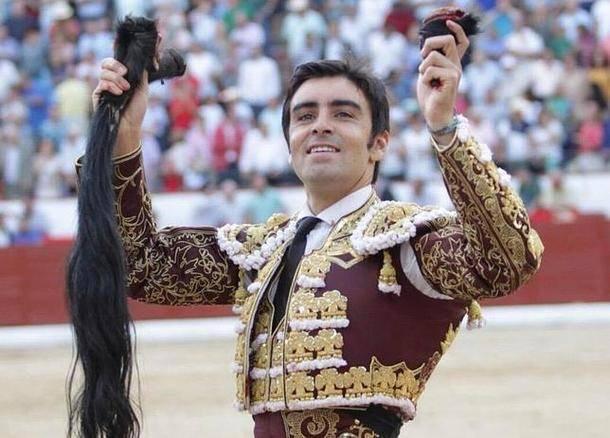 Miguel Ángel Perera corta un rabo en la feria de Colmenar