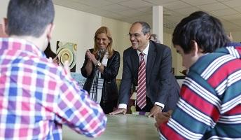 El consejero de Educación visita el colegio de Educación Especial Peñalara