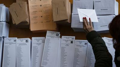 El PP se deja votos en el camino, pero sigue siendo la fuerza mayoritaria en la sierra
