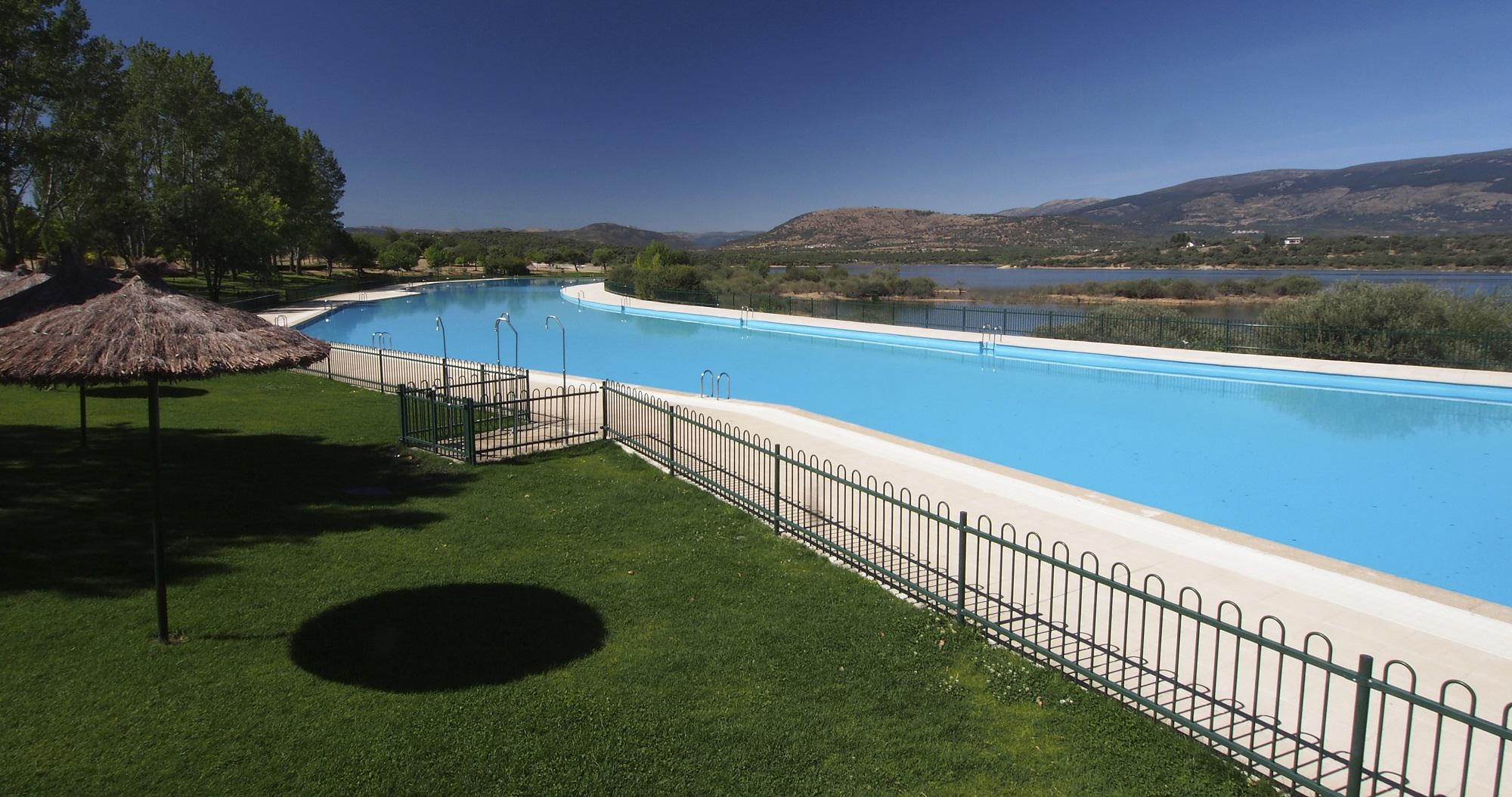 Abren las piscinas del rea recreativa de riosequillo en for Piscina municipal moralzarzal