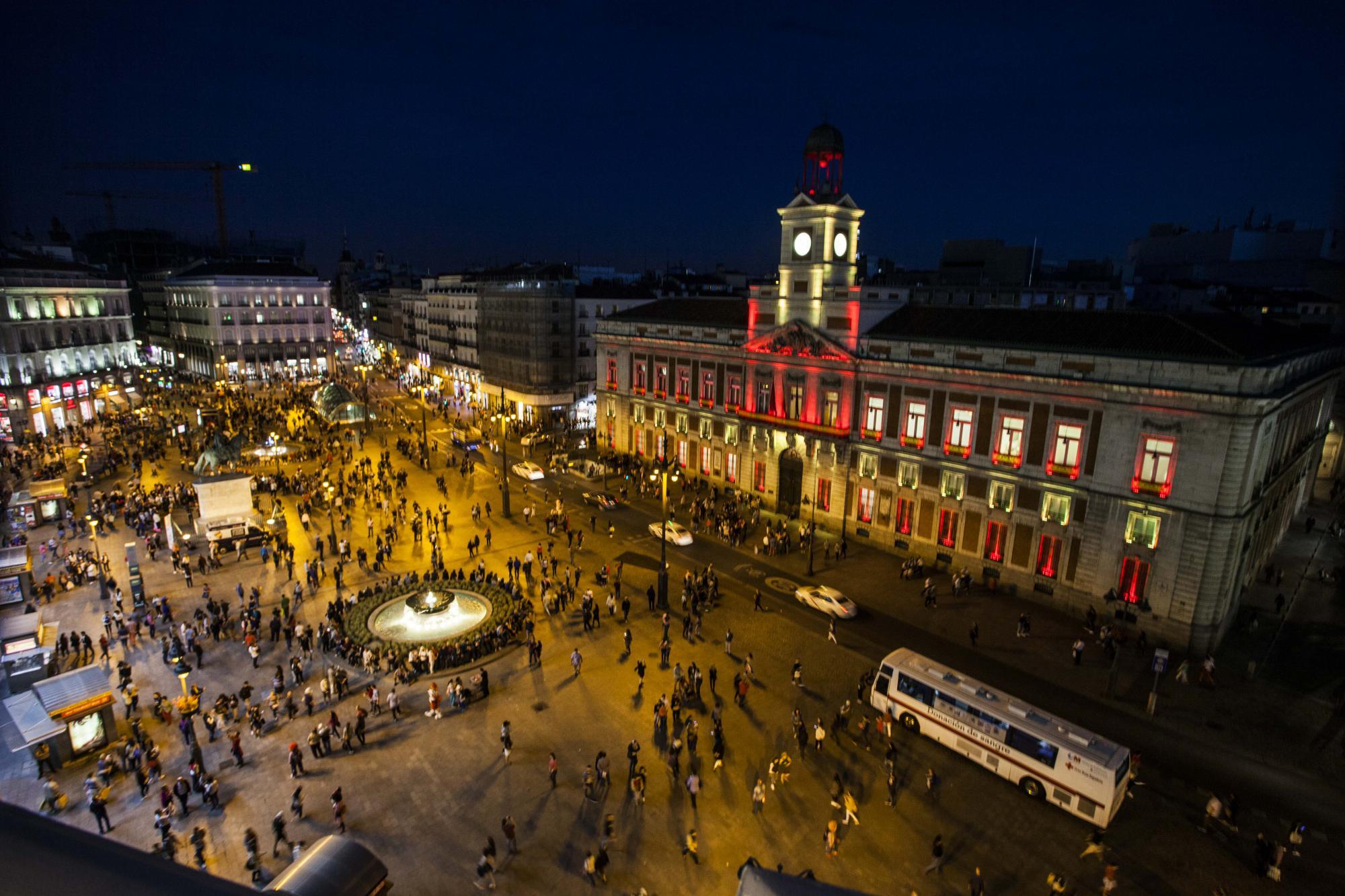 La comunidad estrena con la bandera nacional la for Correo comunidad de madrid