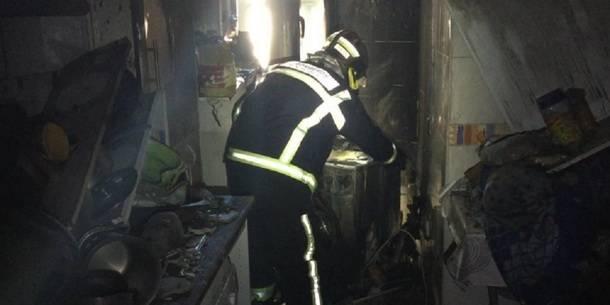 Los Bomberos rescatan en Collado Villalba a una mujer y dos perros atrapados por el fuego