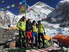 La expedición al Everest en la que participa el alpinista de Cercedilla, Carlos Rubio, sigue adelante
