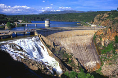 Los embalses de Madrid recogieron la semana pasada el quince por ciento de toda el agua consumida en un año