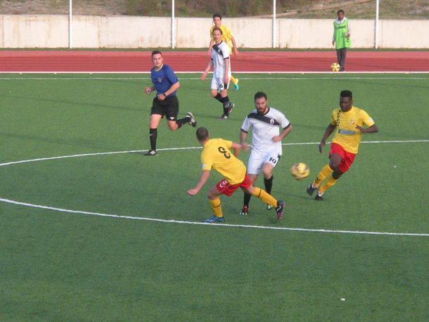 El C.U. Collado Villalba sólo pudo empatar con el Avance (1-1)