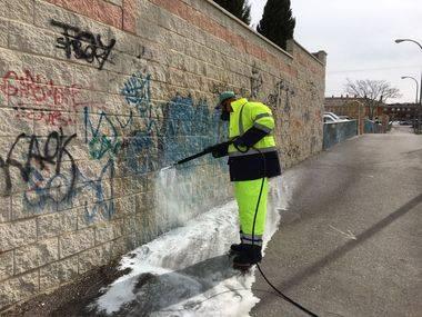 Collado Villalba invierte 150.000 euros anuales en la limpieza de graffitis