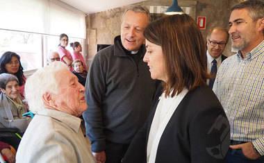 La alcaldesa de Torrelodones visita las reformas llevadas a cabo en la residencia Los Ángeles