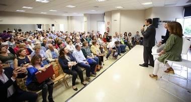 """De la Uz se reúne con casi 200 vecinos de Las Matas, dentro del programa """"De vecino a vecino"""" de atención al ciudadano"""
