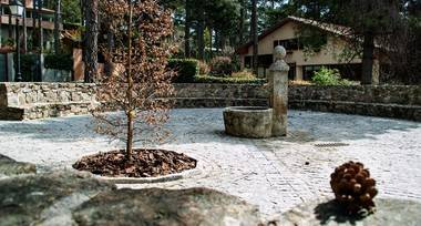 Restaurada la 'Fuente de la Bola' del barrio del Romeral de San Lorenzo del Escorial