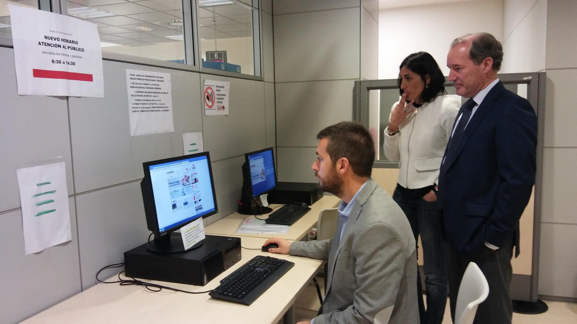 La comunidad de madrid amplia el horario de apertura de for Oficina de empleo azca madrid