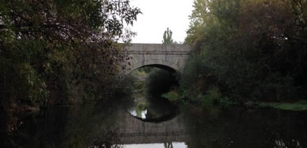 Puente sobre el río Guadarrama, en la estación de La Navata