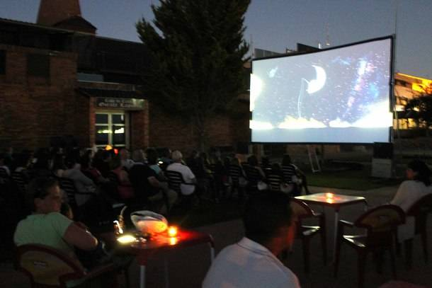 Valdemorillo estrena cartelera de verano para proyectar su solidaridad en seis pases 'de película'