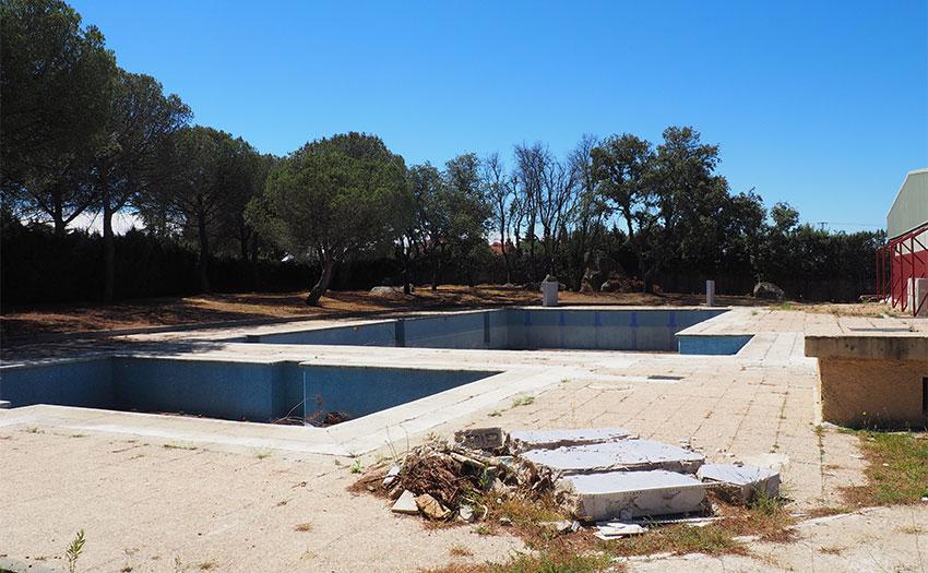 En las antiguas piscinas del polideportivo de torrelodones for Piscina polideportivo