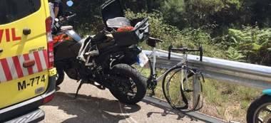 Muere un ciclista de 42 años tras chocar contra una moto en el Puerto de Canencia