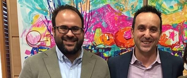 A la derecha el alcalde de Moralzarzal junto a su socio de Gobierno del PSOE