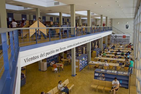 La biblioteca Miguel Hernández de Collado Villalba vuelve a ampliar su horario en fecha de exámenes
