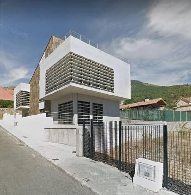 El contencioso del edificio comercial de la calle Teresa de Berganza, 33 continúa abierto
