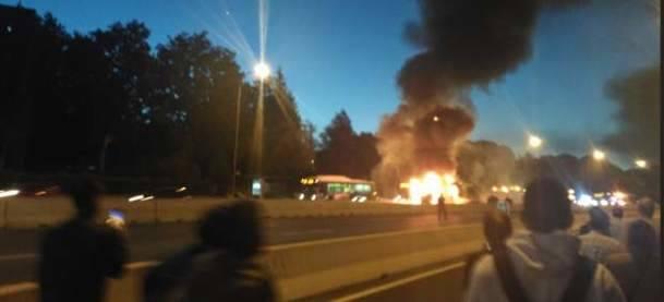 Se incendia un autobús en el BUS-VAO de la A-6