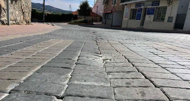 Comienzan los trabajos de reparación de la Avenida de la Salud de Moralzarzal