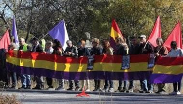 Concentración en el Valle de los Caídos para pedir la retirada de la Cruz y la exhumación de Franco