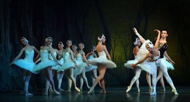 Blanca Li, El lago de los cisnes, Gran Concierto de Año Nuevo, teatro visual y danza aérea en el Festival de Navidad