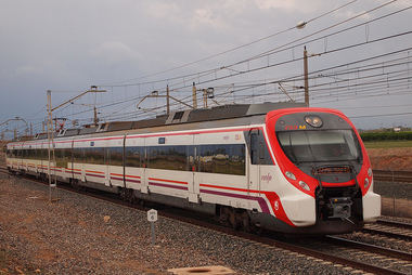 Robledo de Chavela, Zarzalejo y Santa María se reúnen con Fomento para tratar la inclusión de los trenes en la Red de Cercanías