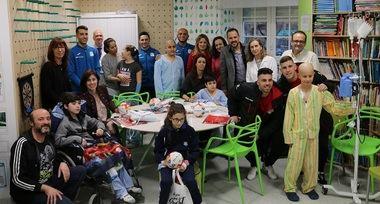 La Comunidad acerca el Fútbol Sala a los niños ingresados en el Niño Jesús