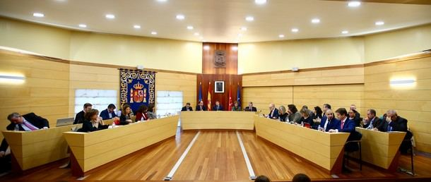 La oposición en el Ayuntamiento de Las Rozas planta al alcalde por su autoritarismo