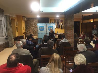 La alcaldesa de Villalba, Mariola Vargas se reúne con los empresarios de la localidad para explicar las políticas de 'su' gobierno