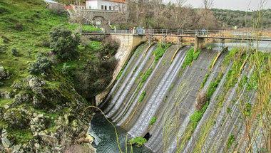 La Confederación Hidrológica del Tajo pone en marcha a limpieza de la presa del Aulencia para recuperar su entorno natural