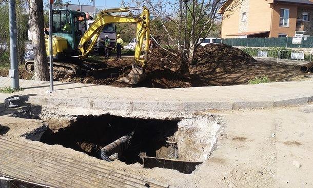 La tubería de gas que cortaba el agua en Alpedrete