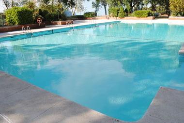 Servicio gratuito de autobuses en Valdemorillo para facilitar el traslado a las piscinas municipales