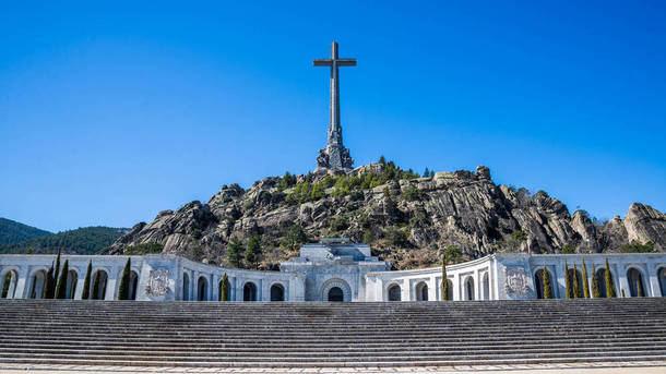 El gobierno prepara la salida de los restos de Franco del Valle de los Caídos