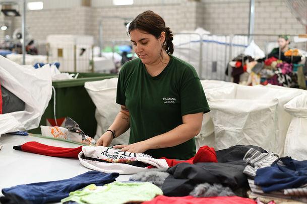 Siete toneladas de ropa usada han sido recuperadas en Robledo a través de Humana para su reciclaje y reutilización