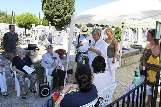 Galapagar cumple con su cita en torno a la sepultura de Jacinto Benavente