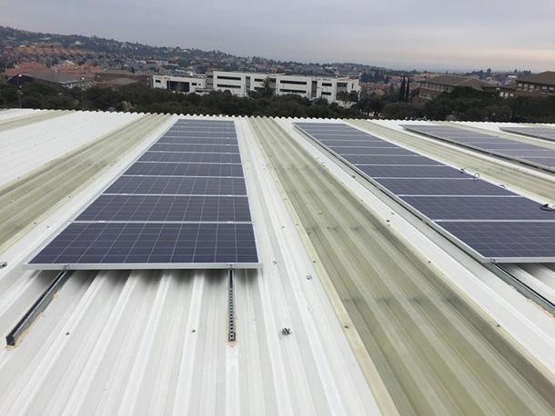 Instalado un centro de producción de energía solar en el Polideportivo Municipal de Torrelodones