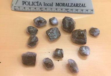La Policía Local de Moralzarzal detiene a un individuo que portaba hachís, supuestamente para su venta