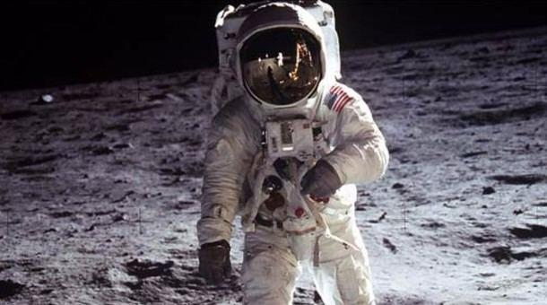 Exposición fotográfica en Robledo de Chavela de la llegada del hombre a la luna