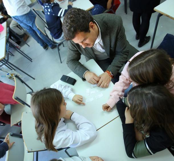 De la Uz, Alcalde de Las Rozas, asiste a una de las sesiones de la Campaña contra el 'acoso escolar'