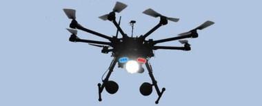 La Policía Local de Collado Villalba presenta un nuevo 'dron' para controlar los vehículos que circulen por el municipio