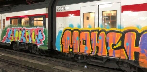 La ola de grafitis llega a los Cercanías de Madrid, donde pararon un tren entre Villalba y Galapagar