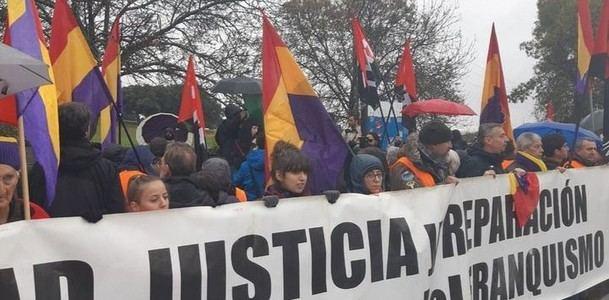 Unas doscientas personas exigen que los restos de Franco no reposen ni en la Basílica ni en la Almudena